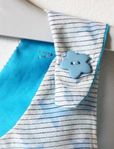 top fillette tablier blanc et turquoise à étoiles boutons
